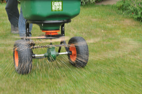 uk lawn treatments from lawnkeeper