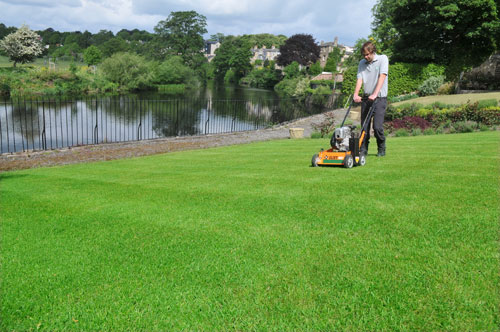 a lush green lawn from lawnkeeper