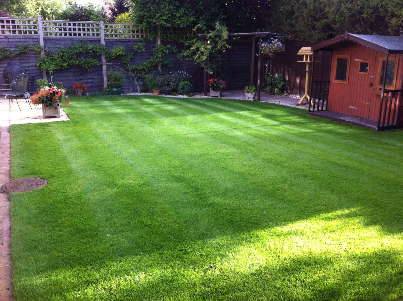 LK000013_rear_lawn
